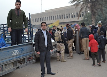 Iraqi Young Leaders help the poor